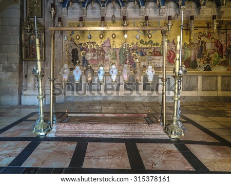 JERUSALEM - Juli 15:  Stone of the Anointing of Jesus in the Holy Sepulchre, the holiest place of Christians, Juli 15, 2015. Jerusalem, Israel - stock photo