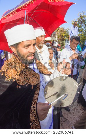 JERUSALEM - NOV 20, 2014: A Kes, religious leader of the Ethiopian Jews, plays a drum to mark the end of the Sigd prays, in Jerusalem, Israel. The Sigd is an annual holiday of the Ethiopian Jews