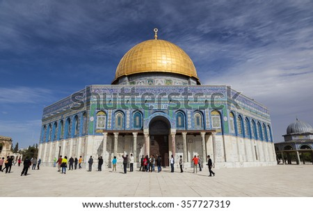 JERUSALEM OLD TOWN, ISRAEL - NOVEMBER 2, 2014:  Unidentified tourists and pilgrims near Dome on the Rock on Temple Mount. - stock photo