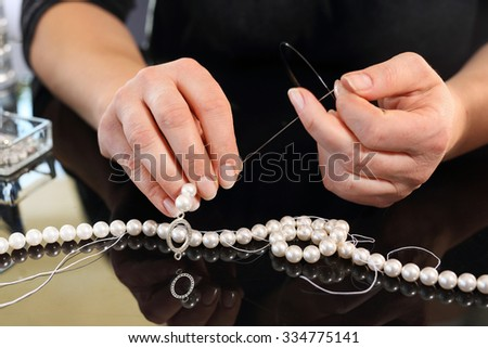 Jeweler, a pearl necklace. Workshop jewelery, creating jewelry with pearls