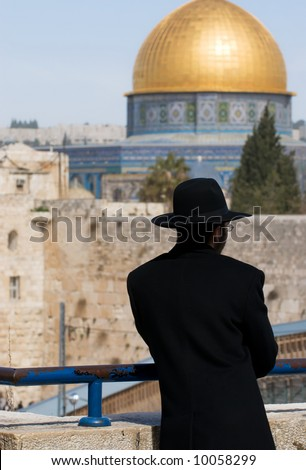 Jewish religious man looking down on The wailing wall and the mosque of Al-aqsa - stock photo