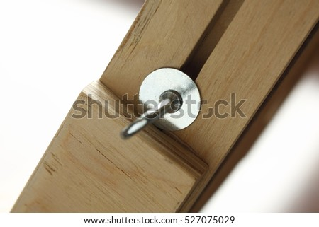 joining wooden elements, the screw with the catch