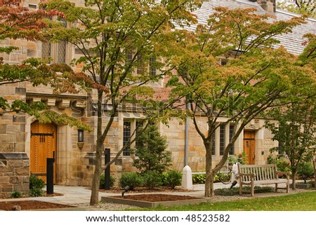 Jonathan Edwards College of Yale university in fall colors
