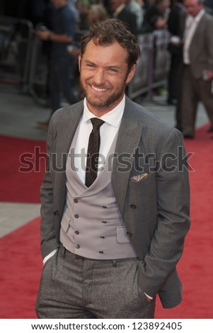Jude Law arriving the UK premiere of Anna Karenina at Odeon Leicester Square, London. 05/09/2012 Picture by: Alexandra Glen - stock photo