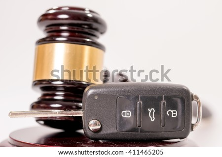 Judges gavel and car key / Traffic law - stock photo
