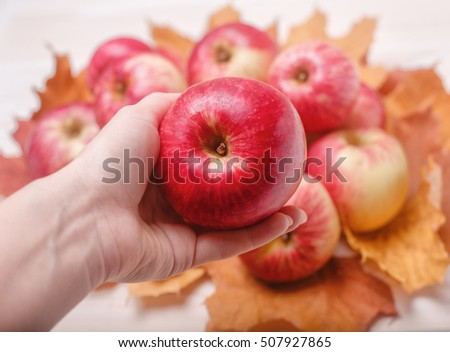 juicy red apples dating A classic bright red apple with green undertones, juicy, crisp mcintoshes tend to break down when cooked about allrecipes staff.