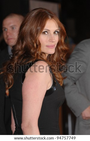 """Julia Roberts at the world premiere of her new movie """"Charlie Wilson's War"""" at Universal Citywalk Cinemas, Universal City. December 10, 2007  Los Angeles, CA Picture: Paul Smith / Featureflash - stock photo"""