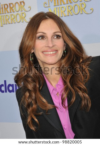 """Julia Roberts at the world premiere of her new movie """"Mirror Mirror"""" at Grauman's Chinese Theatre, Hollywood. March 17, 2012  Los Angeles, CA Picture: Paul Smith / Featureflash - stock photo"""