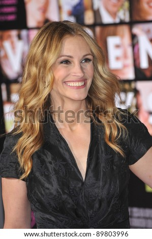 """Julia Roberts at the world premiere of her new movie """"Valentine's Day"""" at Grauman's Chinese Theatre, Hollywood. February 8, 2010  Los Angeles, CA Picture: Paul Smith / Featureflash - stock photo"""
