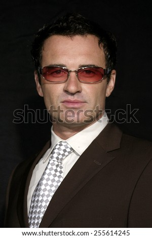Julian McMahon attends the NIP/TUCK 3rd Season Premiere held at the El Capitan Theatre in Hollywood, California on September 10, 2005.