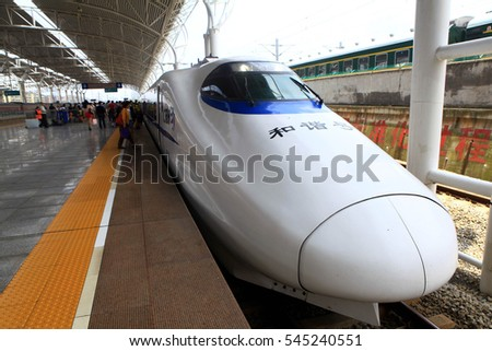 June 2, 2012, Jiangxi, Jiujiang, the central region of Chinese Nanchang to Jiujiang's first high-speed intercity EMU, people choose to travel by train, the train stopped at the station on CRH.