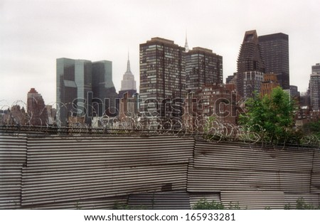 JUNE 1999 - NEW YORK: barbed wire, the skyline of Manhattan, New York