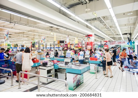 KAOHSIUNG - TAIWAN, 22 JUNE 2014: Taiwan has many large department stores, a lot of people will come to this holiday shopping to buy things to spend a day off, 22 june 2014 in Kaohsiung, Taiwan