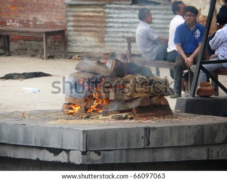 KATHMANDU, NEPAL - MAY 5 : Hindu burning of a body at Pashupatinath temple on may 5, 2010 in Kathmandu, Nepal.