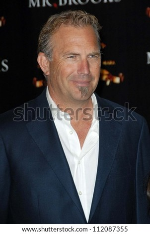"Kevin Costner at the ShoWest 2007 Photocall For MGM's ""Mr. Brooks"". Paris Hotel, Las Vegas, NV. 03-13-07"