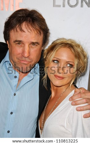 """Kevin Nealon and Mary-Kate Olsen at the """"Weeds"""" Season 3 and """"Californication"""" Premiere Screening. Cinerama Dome, Hollywood, CA. 08-01-07 - stock photo"""