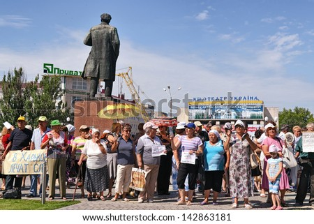 KHERSON, UKRAINE - JUNE 19, 2013: workers of a liquidated long time ago textile factory again and again demand of officials paying back their unextinguished wages on June 19, 2013 in Kherson. - stock photo