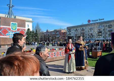 KHERSON, UKRAINE - MARCH 30, 2014: demonstrators for integrity of Ukraine against Russian intervention and unveiling of a memorial to fallen recently for democracy heroes instead of deposed Lenin. - stock photo
