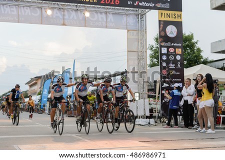 KHONKAEN, THAILAND-SEPTEMBER 17, 2016: Large group of riders pass at the KHONKAEN Night criterium