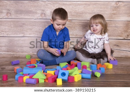 Kids playing toy blocks