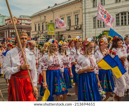KIEV, UKRAINE - AUGUST 24: Ukraine Independence Day.A delegation from the Cherkasy  region in national traditional costume  regions, Ukraine on August 24, 2014.