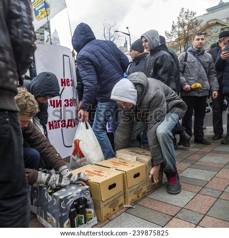 "KIEV, UKRAINE - December 25, 2014:Near Verkhovna Rada representatives of the State Enterprise ""Ukrspirt"" protesting with placards against privatization of ""Ukrspirt"" Protesters brought with them beer"