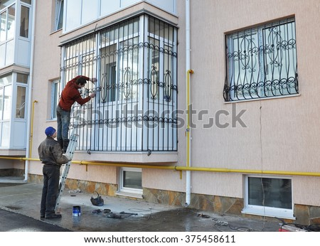 Window grill stock images royalty free images vectors for Contractors window design