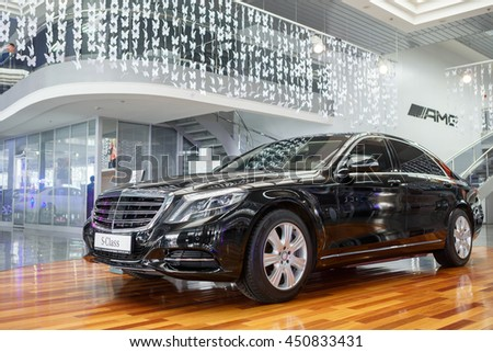 "KIEV, UKRAINE - MAY 28: Black Mercedes-Benz S-class (S500) at yearly automotive-show ""Automotive show 2016"". May 28, 2016 in Kiev, Ukraine"