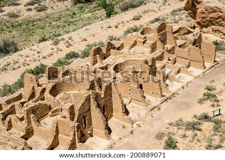 Kin Kletso pueblo at Chaco Canyon seen from the mesa atop the cliff side trail. - stock photo