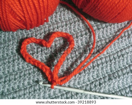 Knitted heart and two clews