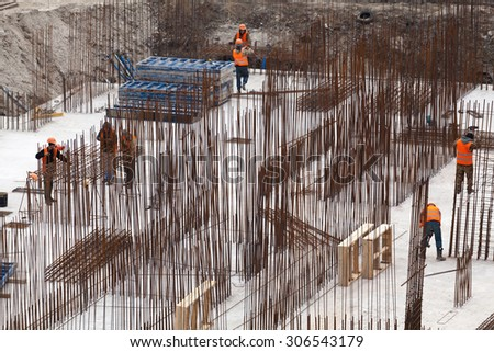 Knitting valves for load-bearing walls. Monolithic frame construction of the building. Solid walls of concrete. The framework for the walls. Formwork for walls made of concrete.  - stock photo