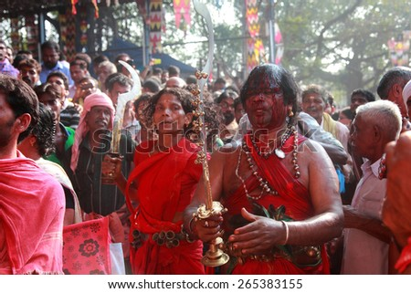 KODUNGALLUR, INDIA - MAR 22 : Unidentified oracles dance in trance during the Bharani festival at Kodungallur Bhagavathi temple on March 22, 2015 in Kodungallur, India.