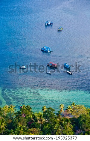 Koh Tao bay with boats, aerial way