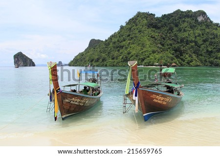 KRABI , THAILAND - AUGUST 25, 2014: Separated sea famous attractions.Tourist s of different countries come to visit the beautiful islands of Andaman and popular sunbathing on August 25, 2014 in Krabi.