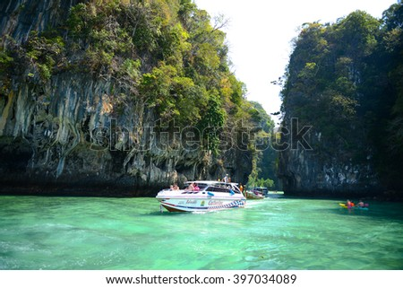 KRABI,THAILAND - Febuary 8:Lagoon Koh Hong island famous attractions.Tourists come to visit the beautiful islands of Andaman and popular sunbathing on Feb 8, 2014 in Krabi