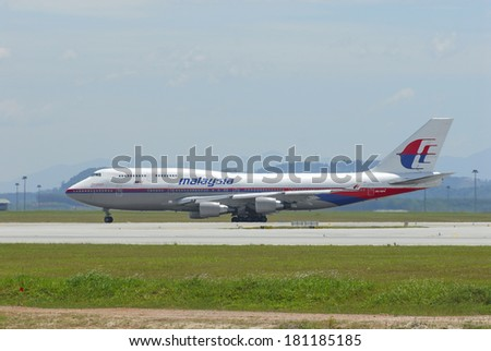 KUALA LUMPUR INTERNATIONAL AIRPORT (KLIA), SEPANG, MALAYSIA - APRIL 22: Malaysia Airlines plane Boeing 747-400 taxis at KLIA airport on April 22, 2006 in KLIA, Sepang, Malaysia. - stock photo