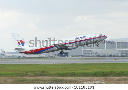 KUALA LUMPUR INTERNATIONAL AIRPORT (KLIA), SEPANG, MALAYSIA - APRIL 15: Malaysia airlines plane Boeing 737-400 takes off at KLIA airport on April 15, 2006 in KLIA, Sepang, Malaysia. - stock photo