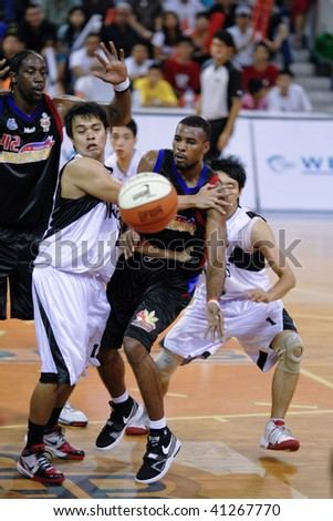 KUALA LUMPUR - NOVEMBER 15: KL Dragons take on Philippine Patriots in the ASEAN Basketball League match. November 15, 2009 in Kuala Lumpur.