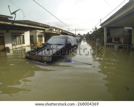 KUANTAN, PAHANG, MALAYSIA-DEC 05, 2014:Unidentified of condition submerged vehicle after struck the worst floods in history - stock photo