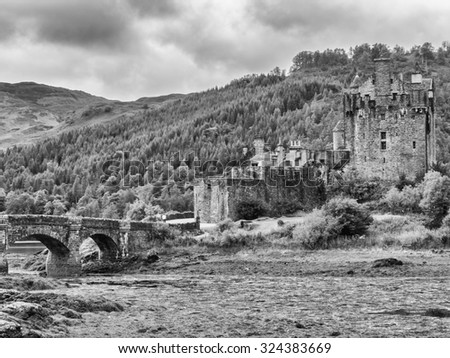 Kyle of Lochalsh, Scotland, UK. September 19th 2015. Eilean Donan Castle at Low Tide