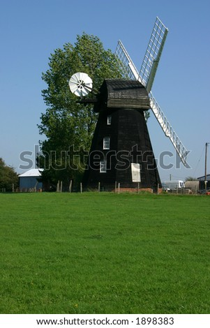 Lacey Green windmill in Buckinghamshire dates from 1650 and is the oldest smock design windmill in England