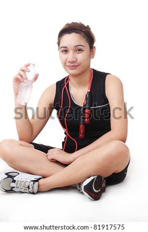 lady athlete holding a bottled water while resting