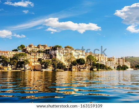 Lake Pichola and City Palace in Udaipur. Udaipur known as the City of Lakes,  Apart from its history, culture, and scenic locations, it is also known for its Rajput-era palaces. Rajasthan, India, Asia - stock photo