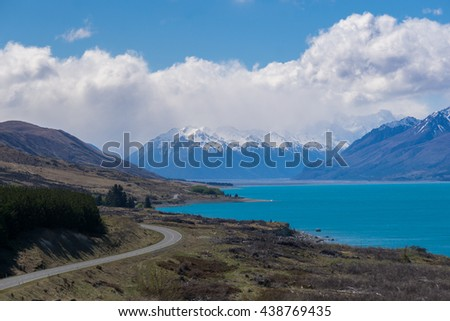 Lake Pukaki and highway to Mount Cook