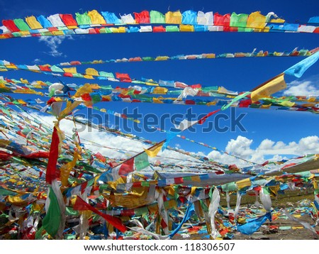 Lama Buddhist prayer flags in the highlands of Tibet