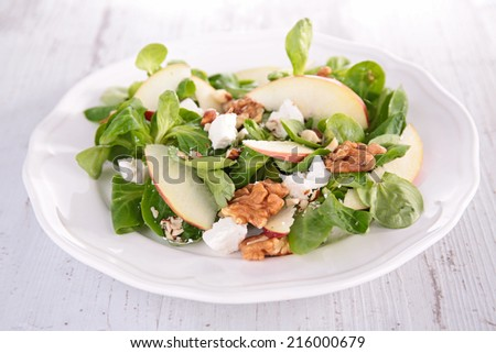 lamb's lettuce with apple,walnut and cheese