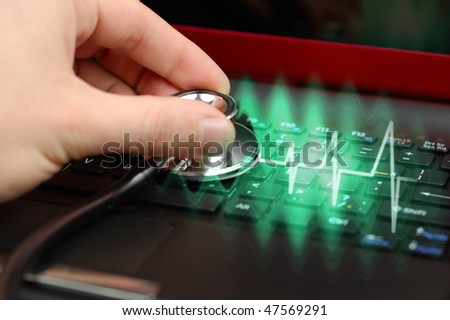 Laptop notebook medical diagnosis with stethoscope pulse - stock photo