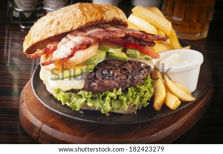 Large, abundant and tasty Hamburger with french fries