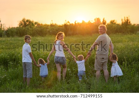 Large family with children, Outdoors