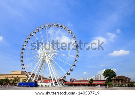 Large ferris wheel with blue sky